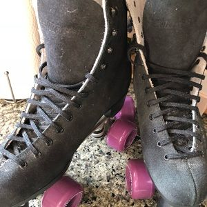Shoes - BRAND NEW Roller Skates + Acc